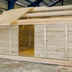 Hytte i massivtre i tradisjonell stil. Massivtrehytter gir miljøvennlige bygg med kort byggetid og godt, sunt inneklima.