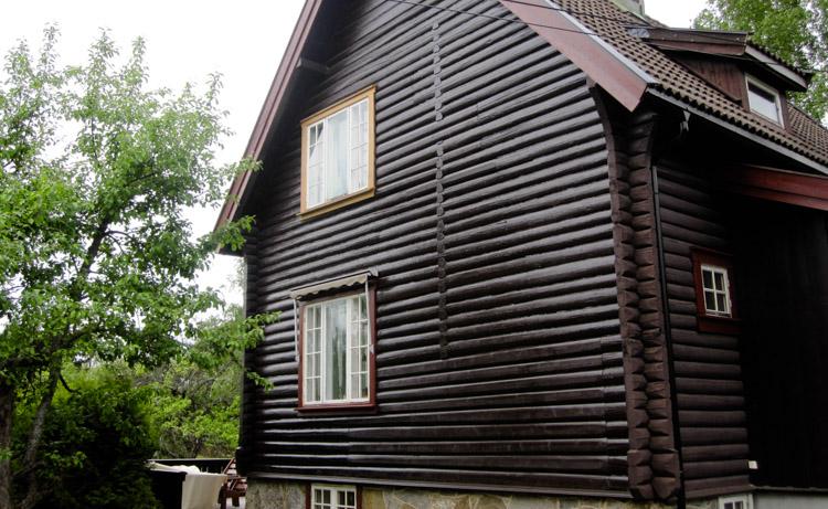 Berg&Wien Massivtre: Nordstrand, Oslo. Restaurering av tømmervegg, bolighus.