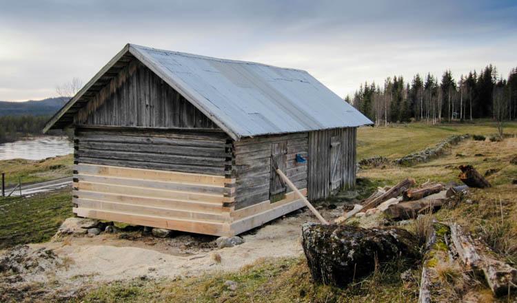 Berg&Wien Massivtre; Restaurering av fjøs, Vasslia, Nordre Land, Oppland